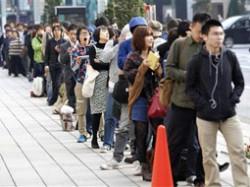 صف طولانی خریداران آیفون 4اس در کشورهای مختلف